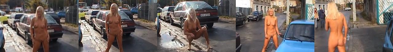 Blondynka pozuje publicznie nago