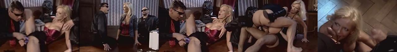 Vivian Schmitt ruchana przez dwóch gości